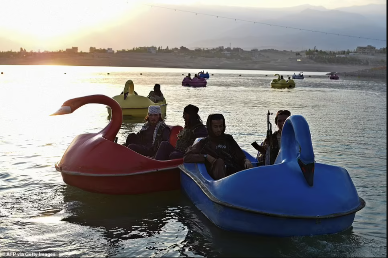 Heavily-armed Taliban fighters enjoy a day at the fairground (photos)