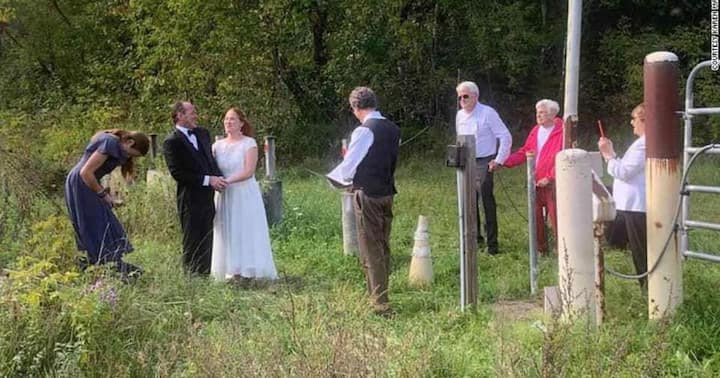 Couple hold their wedding at border of US and Canada to allow bride?s family witness the event