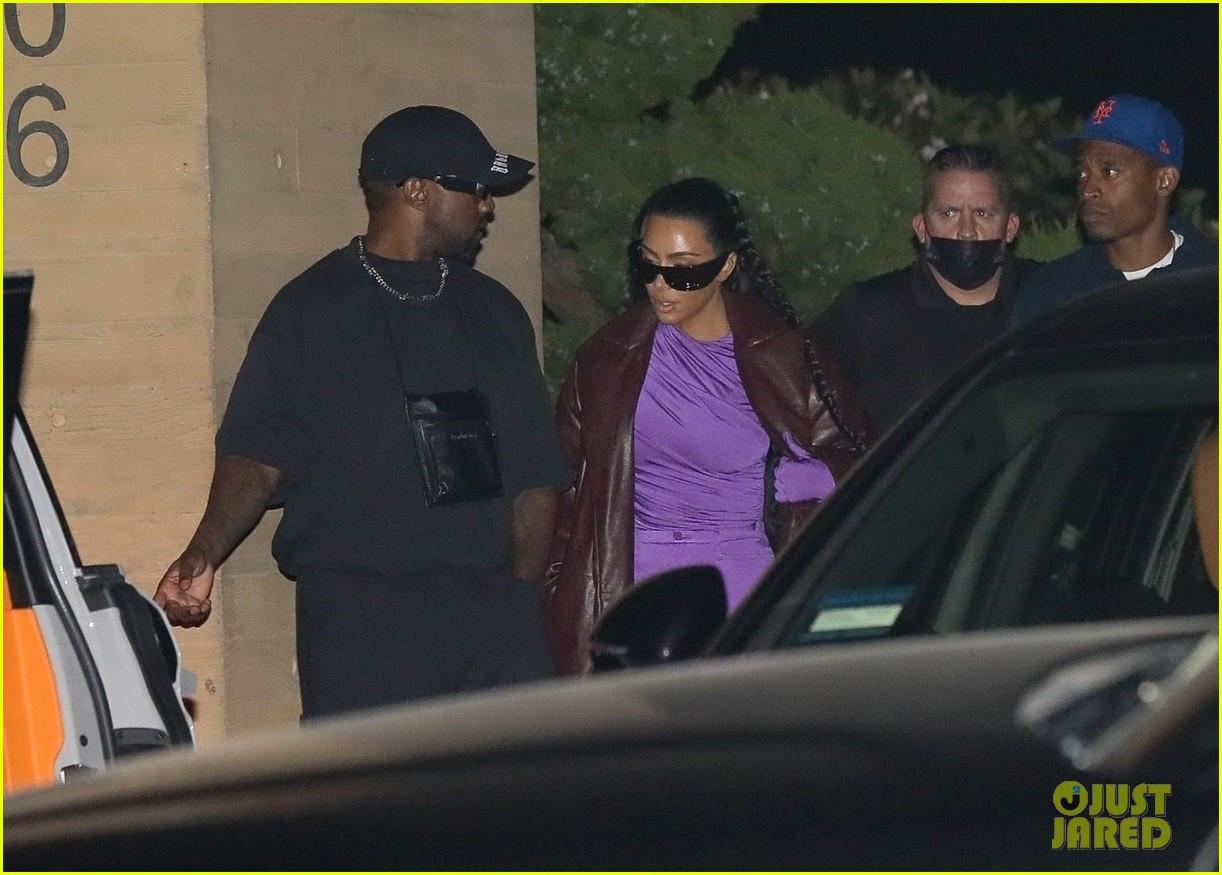 Kim Kardashian & Kanye West go on dinner date with friends (photos)