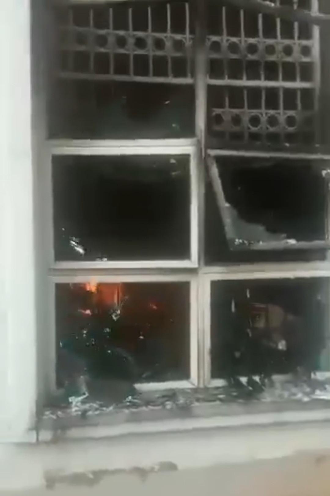 Suspected IPOB members set Nnewi home of APC chieftain, Joe Igbokwe, on fire (videos)