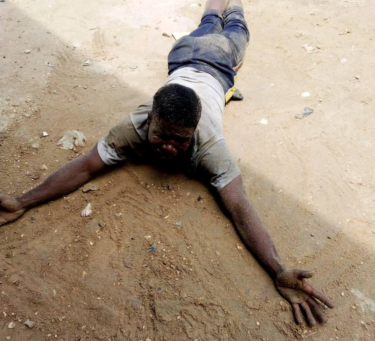 Suspected notorious criminal beaten to pulp for allegedly stealing gas cylinder in Bayelsa
