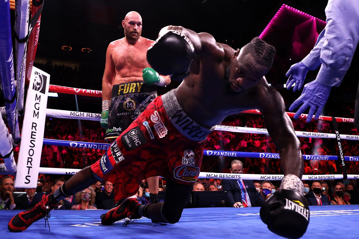 Deontay Wilder's trainerclaims the boxer broke his hand during the trilogy bout with Fury
