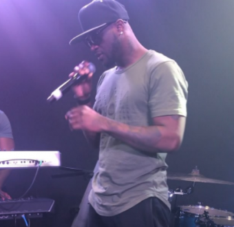 "Video: Peter Okoye performs ""Gongo Aso"" by 9ice and ""U Remind me"" by Usher at Nigerian Independence Concert in Washington"